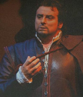 Эрнани, исполняет тенор Марчелло Джордани. Фото с постера