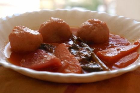 Кубэ в свекольном супе от Захавы. Фото: Хава Тор/Великая Эпоха (The Epoch Times)