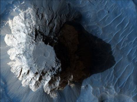 Марс. Осадочные породы Арам хаоса. Фото: NASA/JPL/University of Arizona