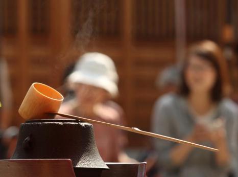 Традиционная большая чайная церемония прошла 12 октября 2013 года в японском городе Осака. Фото: Buddhika Weerasinghe / Getty Images