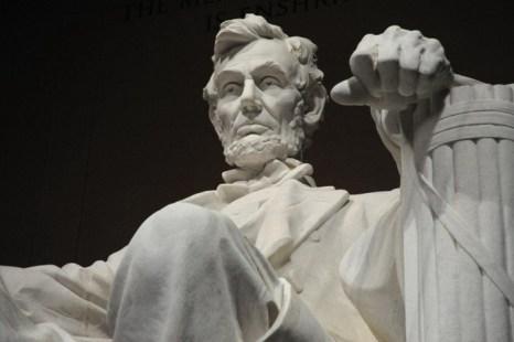 Согласно легенде, Абраам Линкольн отрастил бороду по просьбе молодой девушки, которая написала об этом в письме, в результате чего бороды вошли в моду. Фото: Karen Bleier/AFP/Getty Images