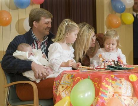Принц Виллем-Александр с женой Максимой и детьми Алексией, Катариной-Амалией и Арианой. Фото: Michel Porro/Getty Images