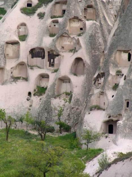 Каппадокия – волшебный город, где дома вырублены прямо в скалах, Турция. Фото: Winstonza/commons.wikimedia.org