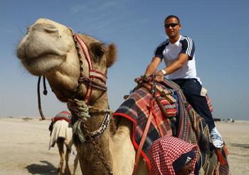 Из Красноярского района в Астрахани можно на верблюдах с караваном отправиться по степи к могиле Букей-хана. Фото: Julian Finney/Getty Images
