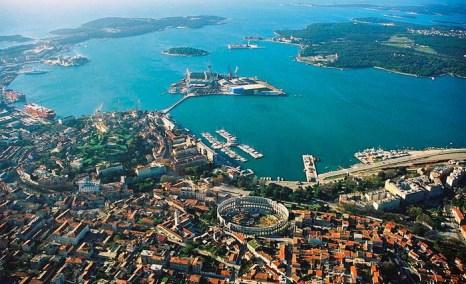 Пула — крупнейший город Истрии, расположенный почти на самой оконечности полуострова. Фото: Orlovic/commons.wikimedia.org