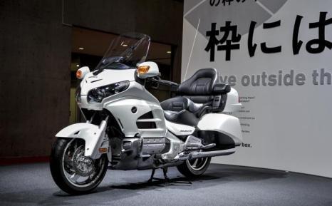 Компания Honda представила мотоцикл Goldwing F6C на открывшемся 20 ноября 2013 года автосалоне в Токио. Фото: Keith Tsuji/Getty Images