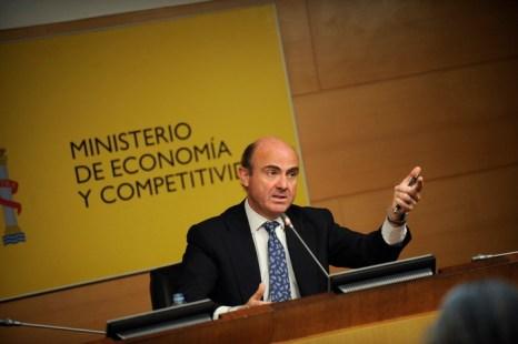Министр экономики Луис де Гиндос ожидает подъём производства во второй половине этого года. Правительство должно сократить дефицит, но для этого необходимо проведение реформ. Фото: PEDRO ARMESTRE/AFP/GettyImages