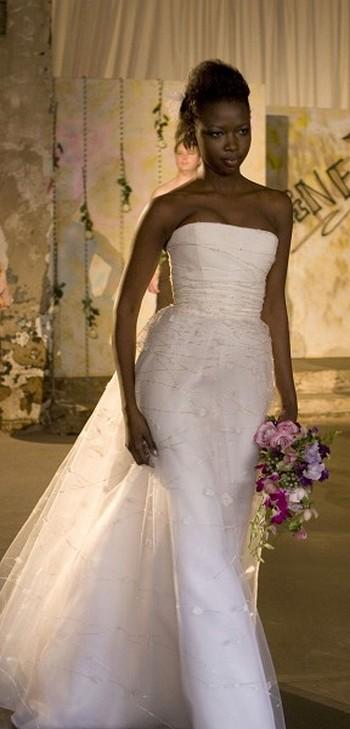 Свадебная коллекция от Carine.Фото:LISA/Великая Эпоха.