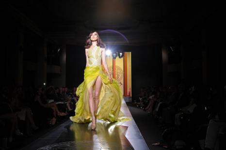 Versace Haute Couture  на   Парижской Недели моды сезона осень -зима 2013 года. Часть 1. Фоторепортаж. Фото: Pascal Le Segretain/Getty Images