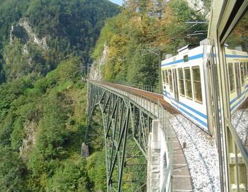 Поезд «Чентовалли» из Локарно пересекает более 100 прекрасных долин! Фото: George Guess