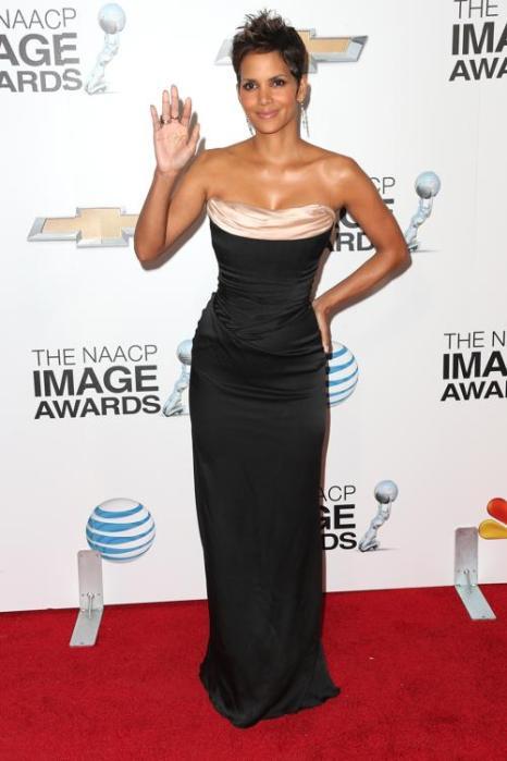 Актриса Холли Берри на вручении NAACP Image Awards 1 февраля 2013 года, Калифорния, США. Фото: Frederick M. Brown/Getty Images for NAACP Image Awards