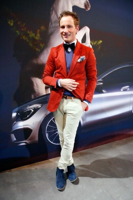 Телеведущий Ricky Breitengraser в брюках, свитере и куртке от Thomas Rath на Mercedes-Benz Fashion в Берлине, 18 января 2013 года. Фото: Anke Grelik/Getty Images