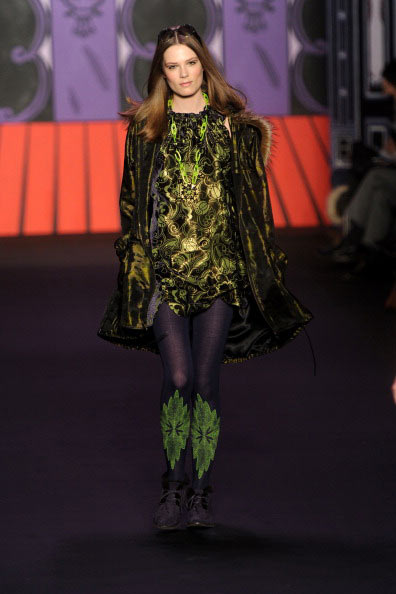 Коллекция Anna Sui на Неделе моды Mercedes Benz Fashion Week 2011, 16 февраля 2011,    Линкольн-центр, Нью-Йорк. Фото: Frazer Harrison/Getty Images