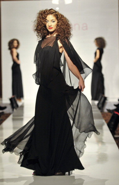 Презентация коллекции от Anita Benes на Неделе моды - 2010, 1 декабря, Будапешт, Венгрия. Фото ATTILA KISBENEDEK/AFP/Getty Images
