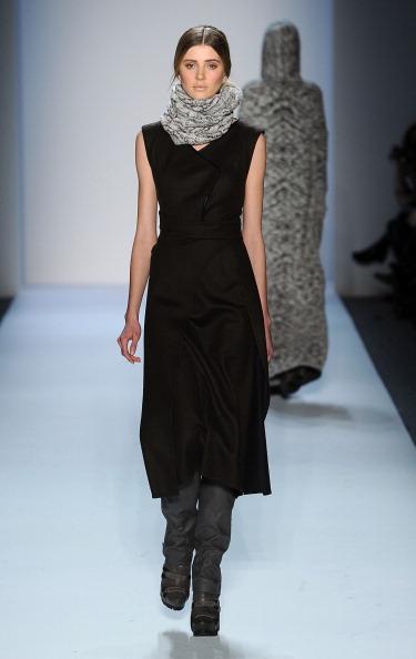 Коллекция Christian Cota на Неделе моды Mercedes Benz Fashion Week 2011, 16 февраля 2011,    Линкольн-центр, Нью-Йорк. Фото: Frazer Harrison/Getty Images
