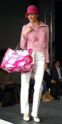Мода на сумки в 2011 – легкость и комфорт. Фото: die-welt-der-schuhe.de