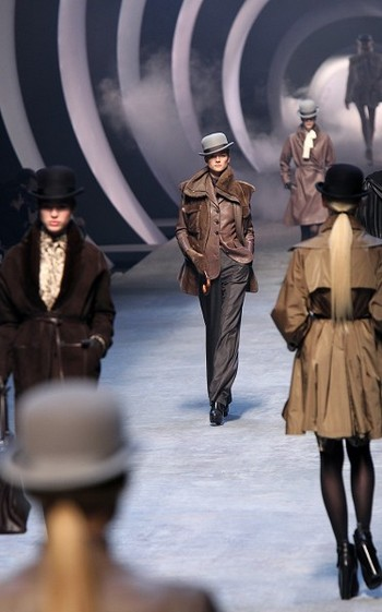 Всемирно известный бренд Hermes на последнем дне парижской Недели моды. Фото: AFP