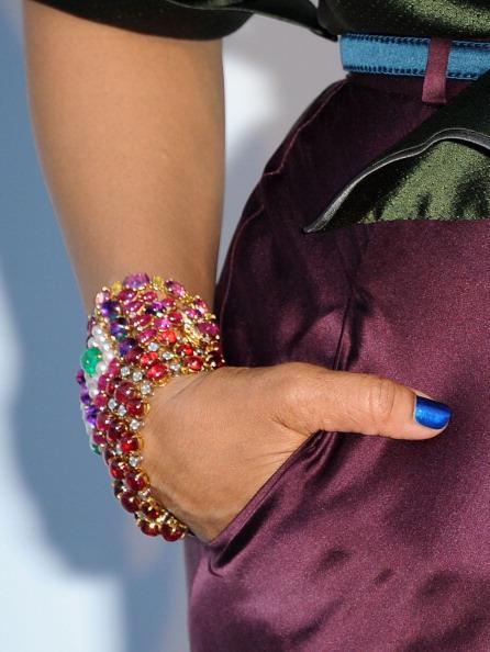 Фоторепортаж. Аксессуары и украшения на Каннском фестивале - 2011. Фото: MARTIN BUREAU/AFP