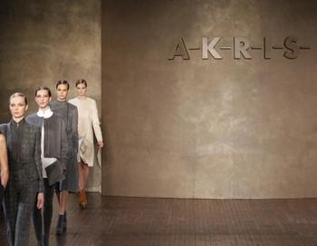 Показ коллекции модного дома Akris. Фото: PATRICK KOVARIK/AFP
