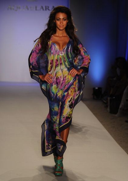 Показ коллекции пляжной одежды Aqua Di Lara на  Mercedes-Benz Fashion Week Swim 2012. Фото: Frazer Harrison/Getty Images Entertainment