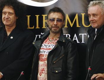 Музыканты группы Queen Брайан Мэй, Роджер Тэйлор и вокалист Пол Роджерс. Фото РИА Новости