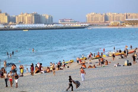 Пляжный отдых в Эмиратах и Египте. Фото: ARIEL JEROZOLIMSKI/AFP/Getty Images
