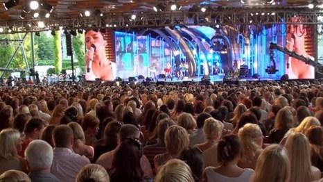 """Конкурс молодых исполнителей """"Новая волна-2011» в концертном зале Дзинтари, Юрмала. Фото с сайта rus.tvnet.lv"""