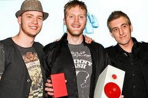 Трио из Финляндии Koop Arponen & Flute of Shame, получившее максимальное количество очков жюри за исполнение оригинальной песни. Фото с сайта finland.lv