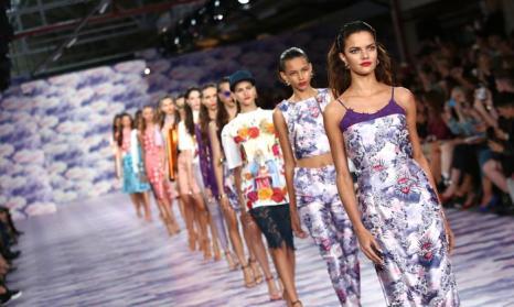 Дизайнер Генри Холланд представил новую коллекцию House of Holland  S/S 2014 на Неделе моды в Лондоне 14 сентября 2013 года. Фото: Tim P. Whitby/Getty Images