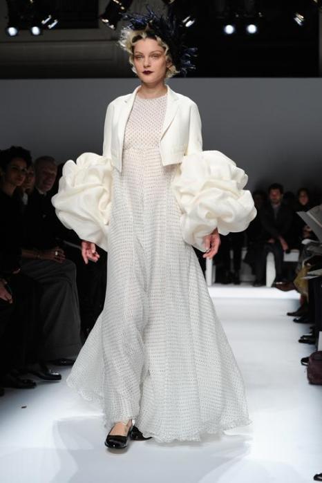 Джессика Стам приняла участие в показе коллекции Schiaparelli лето-осень 2014 на Неделе высокой моды в Париже. Фото: Pascal Le Segretain / Getty Images