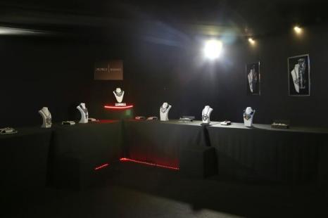 Талантливый екатеринбургский дизайнер украшений Георгий Рушев презентовал 28 октября 2013 года в рамках российской Недели моды в столичном выставочном зале «Манеж» коллекцию массивных уникальных колье Georgy Rushev весна-лето 2014. Фото: Kristina Nikishina/Getty Images for Mercedes-Benz Fashion Week Russia