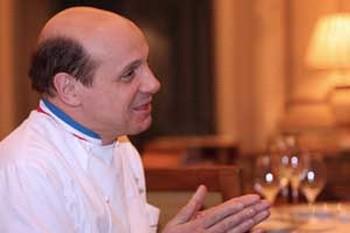 Эрик Брифар - шеф-повар ресторана Le Cinq в отеле Four Seasons George V. Фото: Чжан Ю /Великая Эпоха