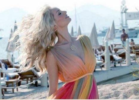 Лето: светлые волосы песочных оттенков, голубые глаза, бледная кожа. Фото с сайта  http://chelku.ru/