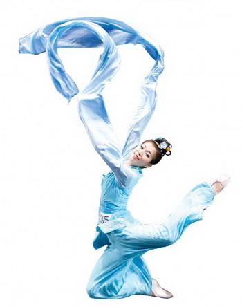 Танцовщица Shen Yun выступает в Международном конкурсе классического китайского танца, организованном NTDTV. Фото: Великая Эпоха (The Epoch Times)