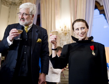 Майя Плисецкая стала кавалером Ордена Почётного легиона. Фото: NATALIA KOLESNIKOVA/AFP/Getty Images