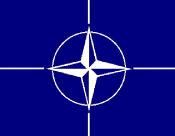Флаг НАТО. Коллаж РИА Новости
