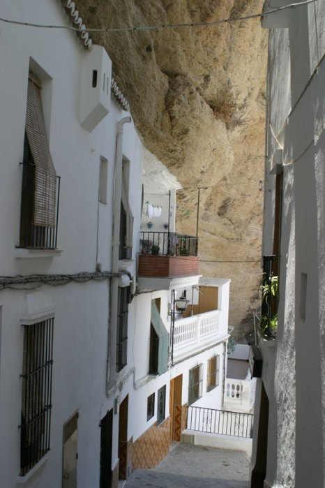 Дома в испанском городке Сетениль-де-лас-Бодегас. Фото: Angus Forbes/Photos.com