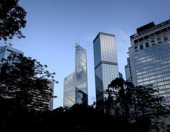 Здание Банка Китая, находящееся среди высотных зданий в финансовом районе Гонконга, 30 мая 2013 года. Фото: Philippe Lopez/AFP/Getty Images