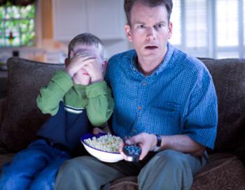 Не забывайте и о неустойчивой психике своих детей - своевременно оттаскивайте их от экранов телевизора и мониторов компьютеров. Фото: Thinkstock Images/Getty Images News