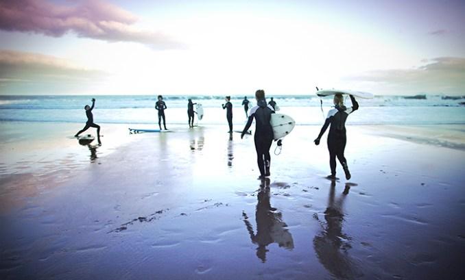 Физическая нагрузка позволяет мозгу развиваться. Найдите новое хобби. Может, сёрфинг? Фото Jeff J Mitchell/Getty Images