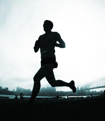 Ученые уверенно заявляют, что регулярный бег увеличивает продолжительность жизни, но это не потребует много усилий. Фото: Ryan Pierse/Getty Images