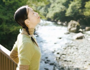 Пробуйте и в другое время в течение дня, когда сидите, стоите или гуляете. Фото: Getty Images