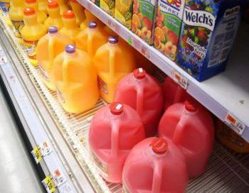 Эти фруктовые напитки содержат не только натуральную фруктозу, они также могут содержать кукурузный сироп с высоким содержанием фруктозы, опасный для здоровья. Фото: Луиза Маккой/Великая Эпоха.