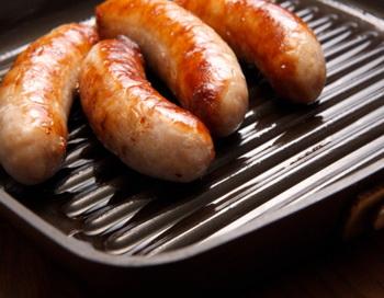 Частое употребление переработанного мяса может привести к проблемам с сердцем или сахарному диабету. Фото: John Slater/Getty Images