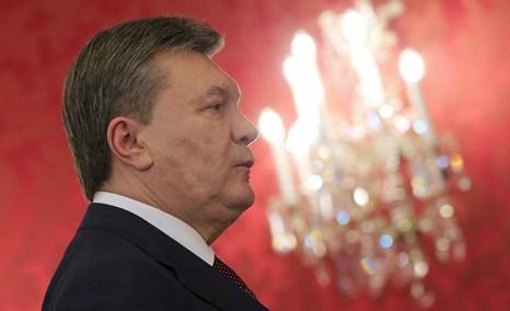 Украина делает шаг на Восток, но с надеждой поглядывает на Запад. Фото: ALEXANDER KLEIN/AFP/Getty Images