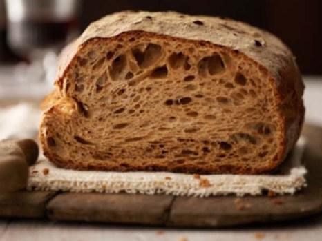 В хлебе содержится большое количество углеводов, которые являются для организма источником сил и фактором эмоционального подкрепления. Фото: Oliver Brachat/Getty Images