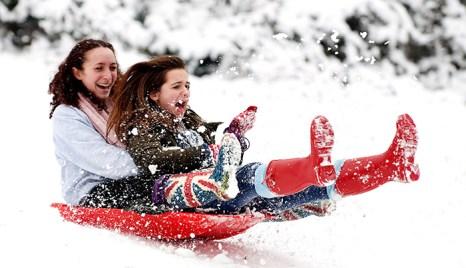 Зимняя погода является испытанием для организма и, конечно же, для кожи, которая непосредственно контактирует с внешним миром. Фото: LEON NEAL/Getty Images
