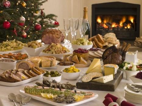 Рассмотрите все имеющиеся на столе блюда и выберите только то, что Вы действительно хотите съесть. Фото: Catherine Yeulet/Photos.com