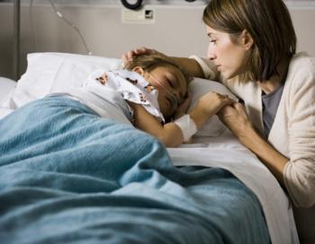 Люди, страдающие этим тяжелым заболеванием (как правило, дети), на ночь подключаются к аппарату искусственного дыхания. Фото: Rubberball/Nicole Hill/Getty Images