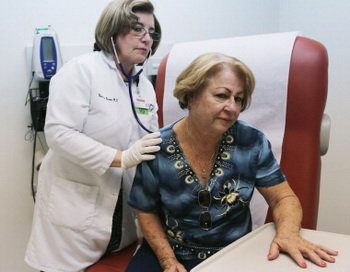 Несколько лет постоянной тревоги приводит к инсульту. Фото: Joe Raedle/Getty Images